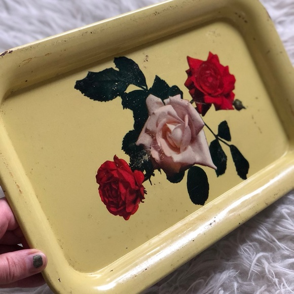 Set of Two Yellow Rose Metal Trays